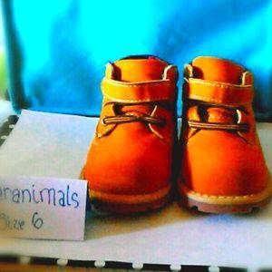 Garanimals size 6 boys tan boots